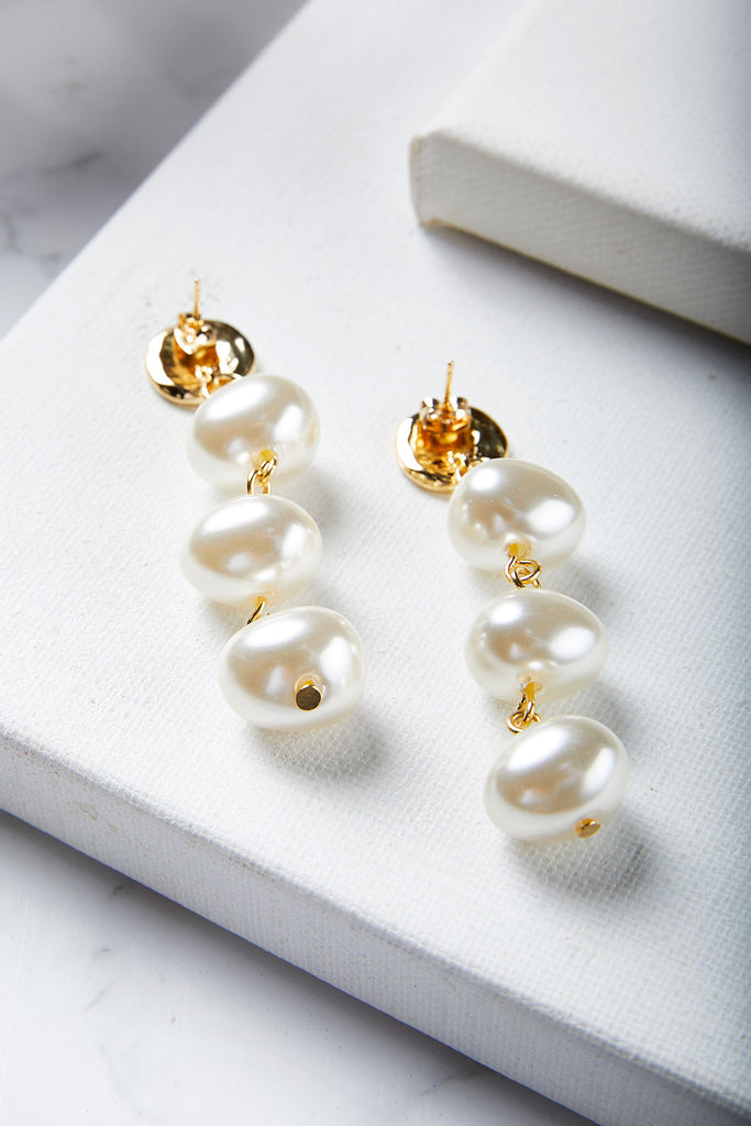 Gold Point Pearl Earring