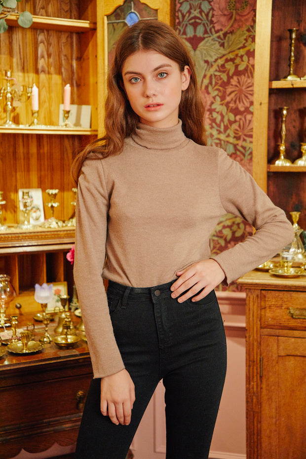 [LETTER FROM MOON] Shoulder Shirring Turtle Neck in Brown