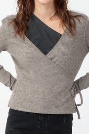 [DOUBLE ICON] EMERY WRAP FRONT TOP - DARK BROWN