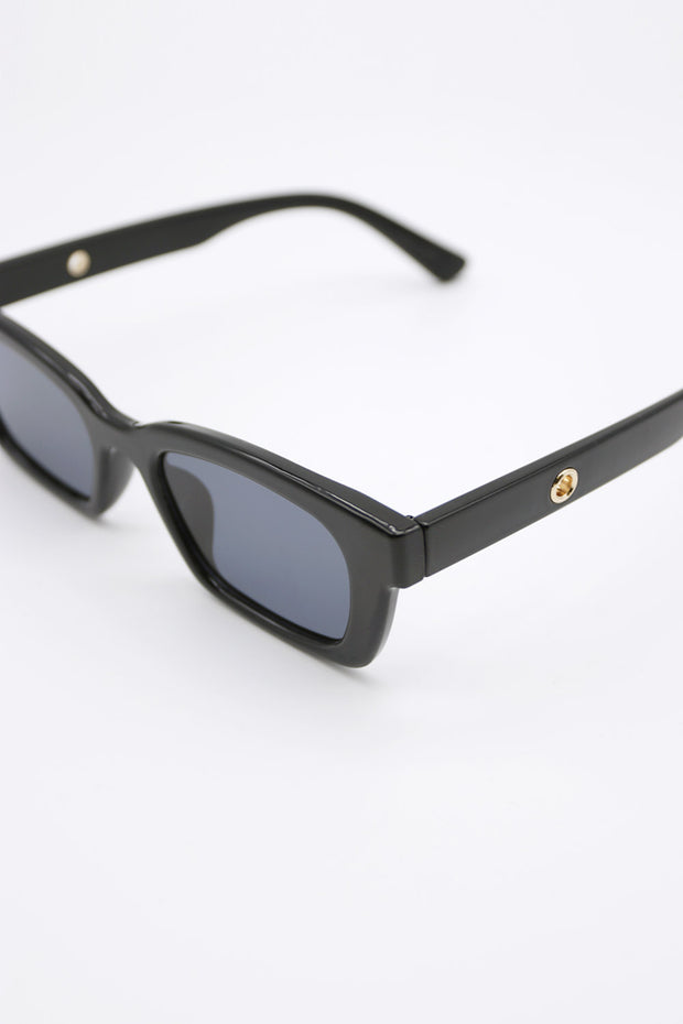 storets.com Black Rectangle Sunglasses