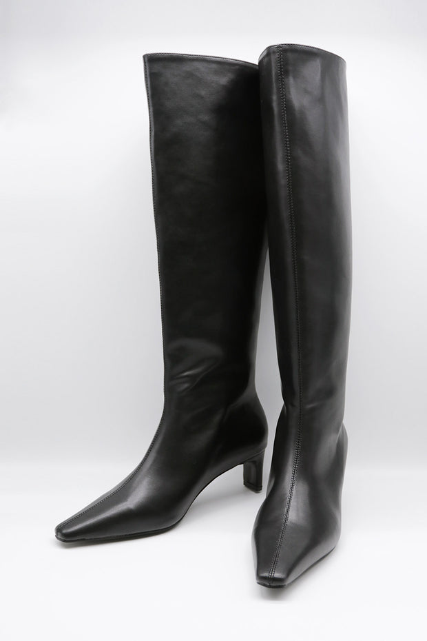 storets.com Slim Fit Pointed Toe Boots