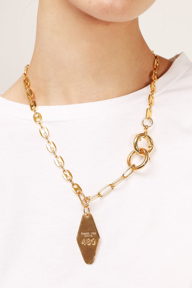 storets.com Golden Chain Pendant Necklace