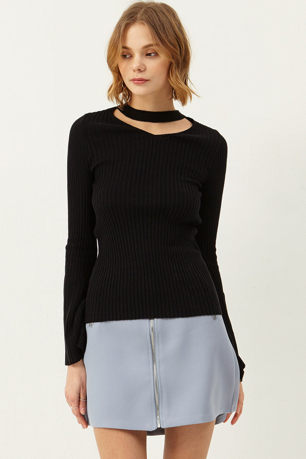 Jin Choker-neck Bell Sleeve Top