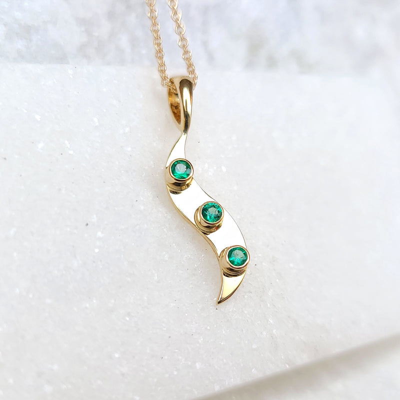 Sincerely Ginger Jewelry Emerald Wave Necklace in 14-Karat Gold