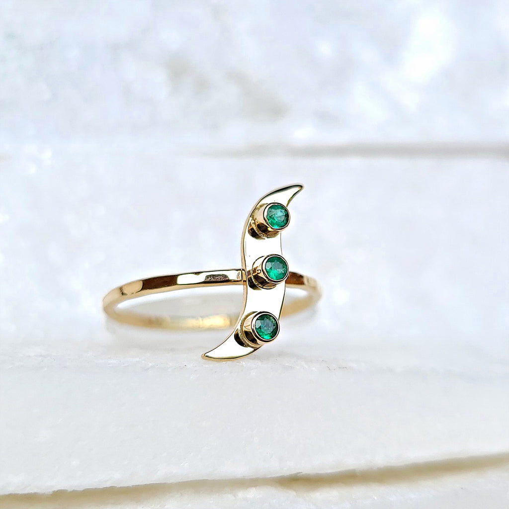 Sincerely Ginger Jewelry Emerald Wave Ring in 14-Karat Gold