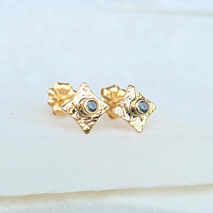 Sincerely Ginger Jewelry Organic Hammered Alexandrite Stud Earrings in 14-Karat Yellow Gold