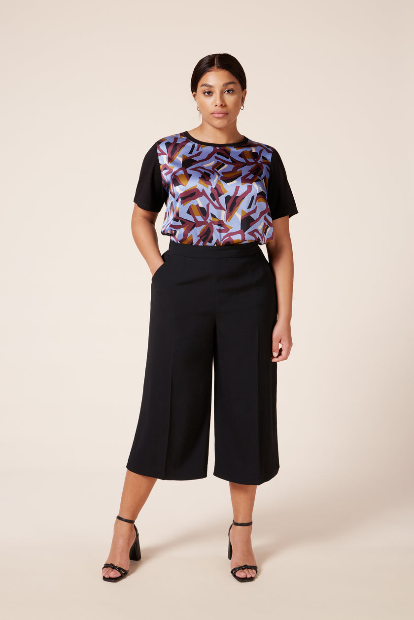 Plus size women's black culottes with pockets