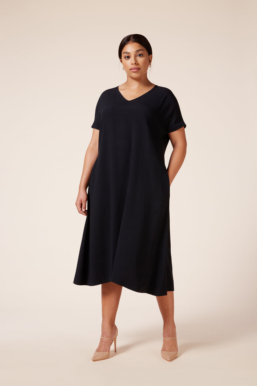Designer Plus size v-neck midi black dress with pockets