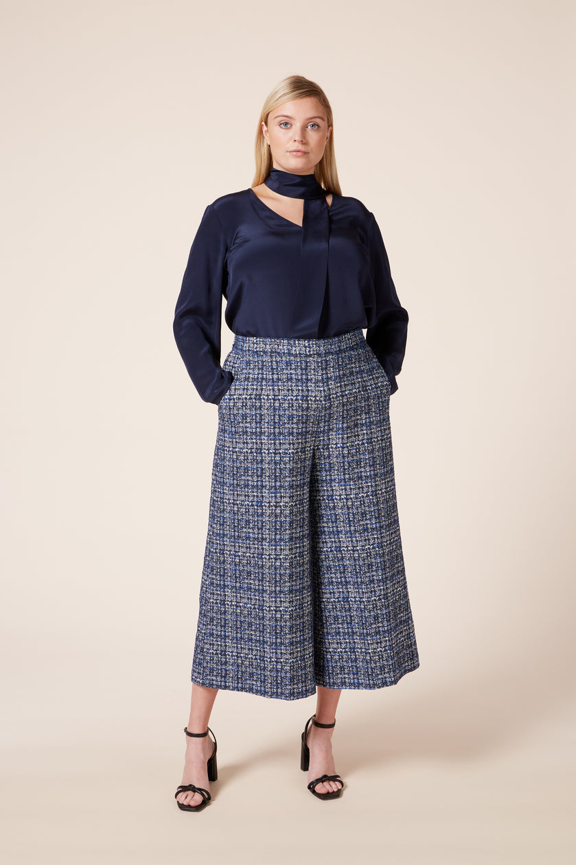 Deasigner plus size wide  trousers in tweed effect fabric  partially elasticated waist angled pockets