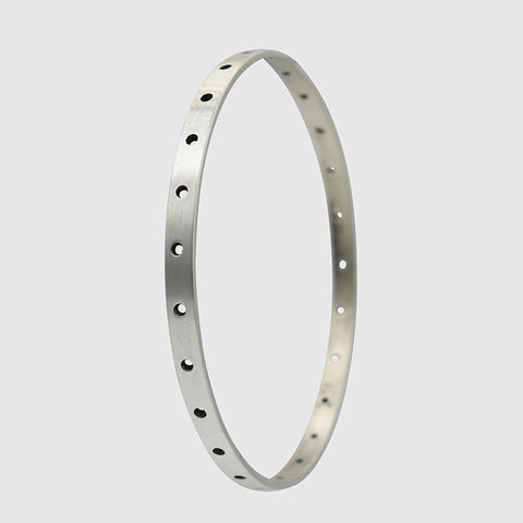 BANGLE WITH CIRCLE CUT-OUT