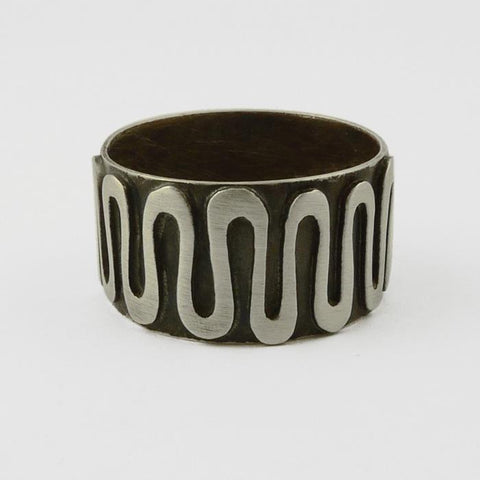 Oxidized squiggle ring