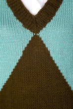 Load image into Gallery viewer, Triangle Sweater Vest