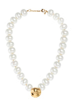 Load image into Gallery viewer, Pearl Eye Choker Necklace