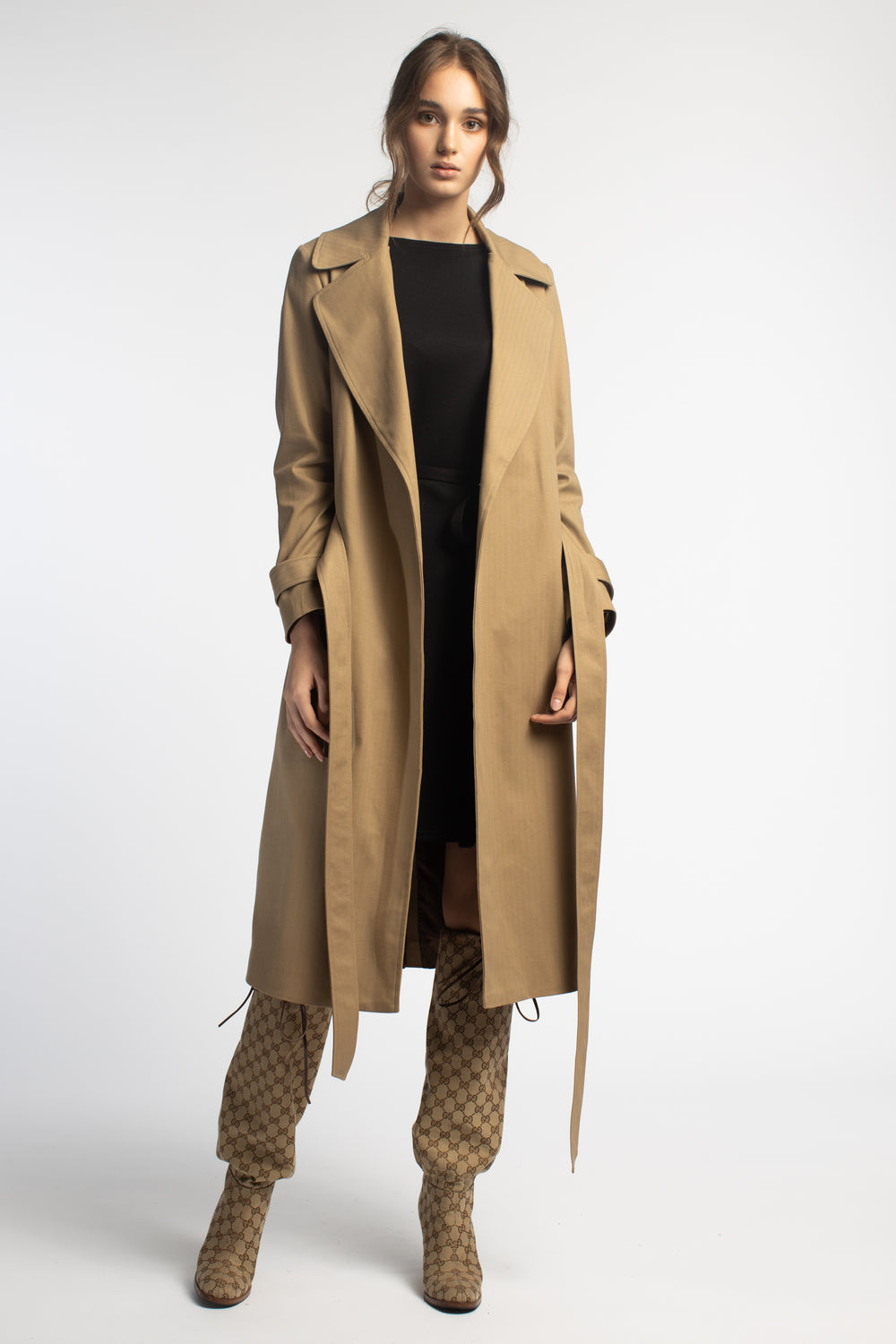 Fitted Beige Trench Coat With Belt