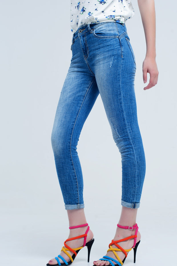 Skinny Jeans With Worn Color and Wrinkles