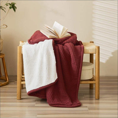 Elegant Knitted Brushed Throw Blanket - Red / 130x160cm