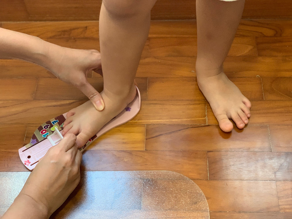 How To Measure Your Child's Feet - We Compare 3 Methods