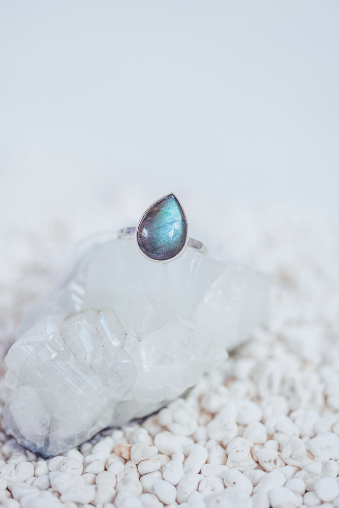 LAITLAH DROP LABRADORITE RING