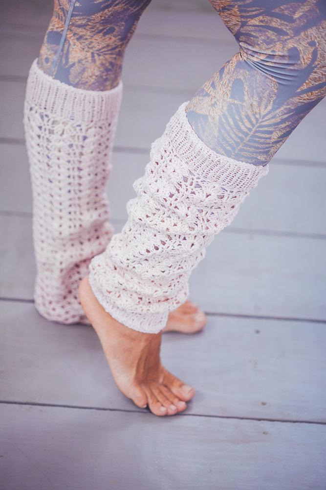 DENISA LACED CROCHET LEG WARMERS PALE PINK