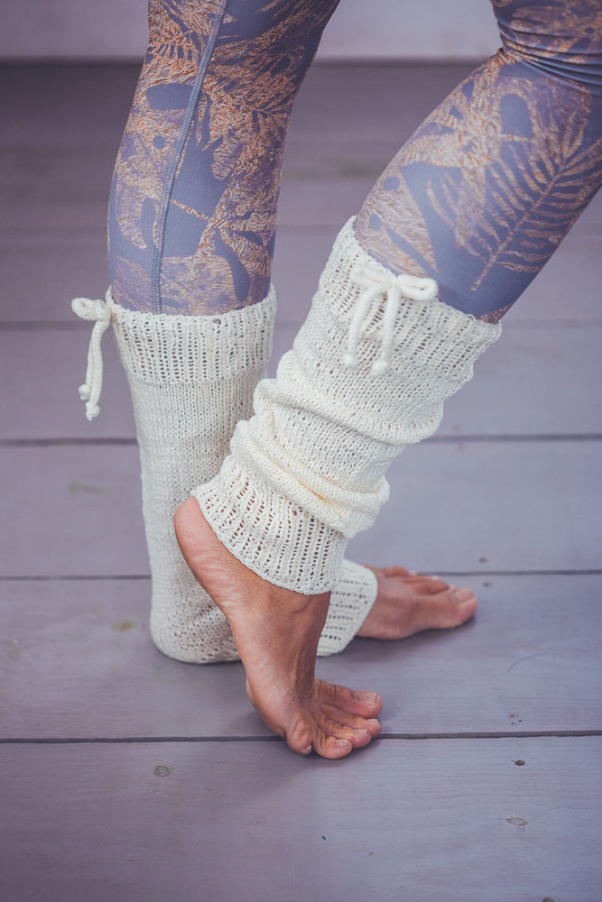 DENISA RIBBON CROCHET LEG WARMERS CREAM