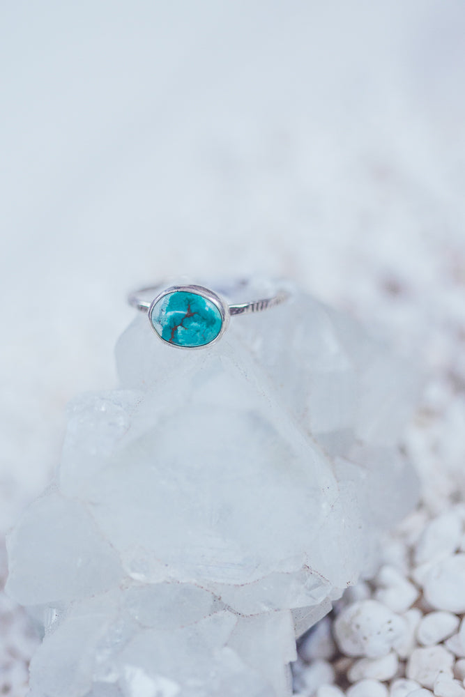 LAITLAH OVAL HORIZONTAL TURQUOISE RING