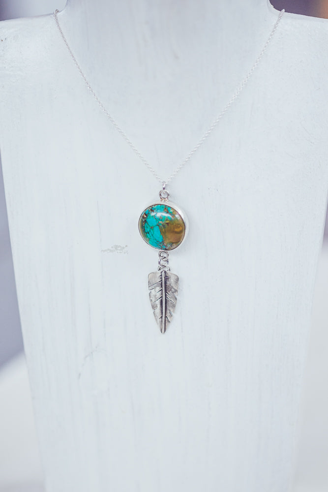 LAITLAH FEATHER TURQUOESA ROUND BOHO NECKLACE