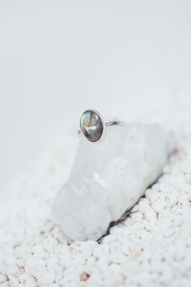 LAITLAH MINI OVAL LABRADORITE RING