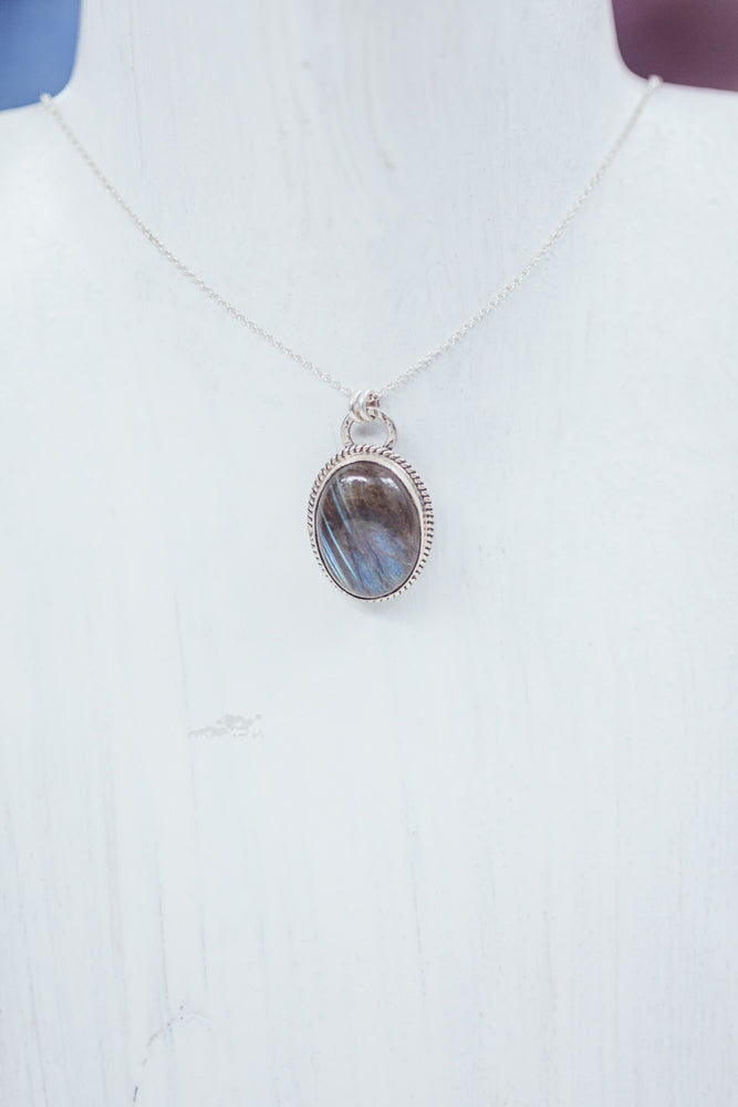 LAITLAH BIG OVAL BORDED LABRADORITE NECKLACE