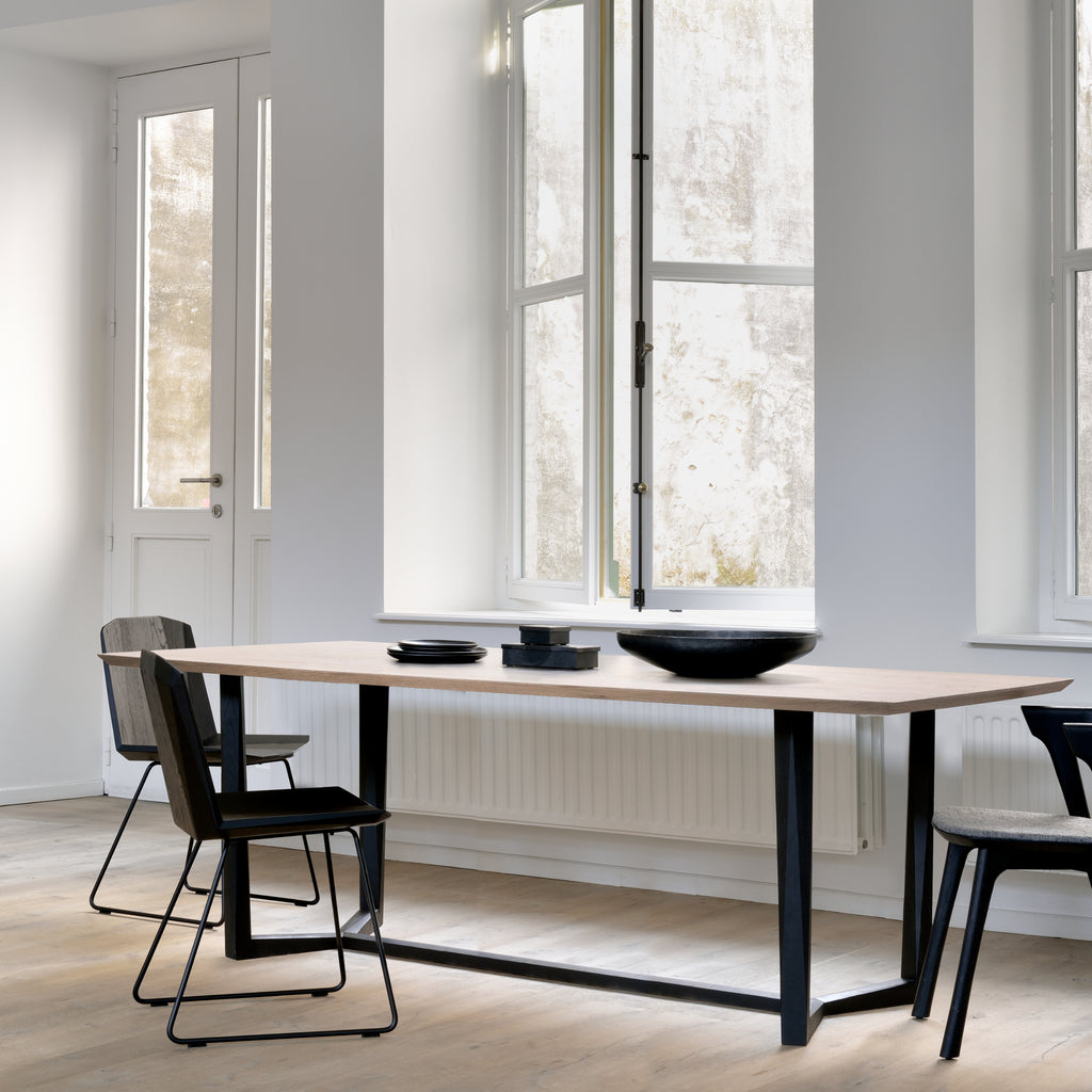 Oak Facette dining table - oak black legs