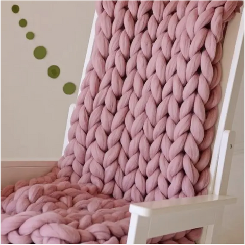 Dusty pink knotted knitted throw