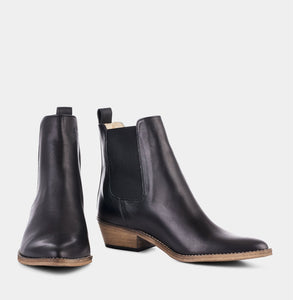 Ivylee Copenhagen Stella Boot - Black with Antique sole