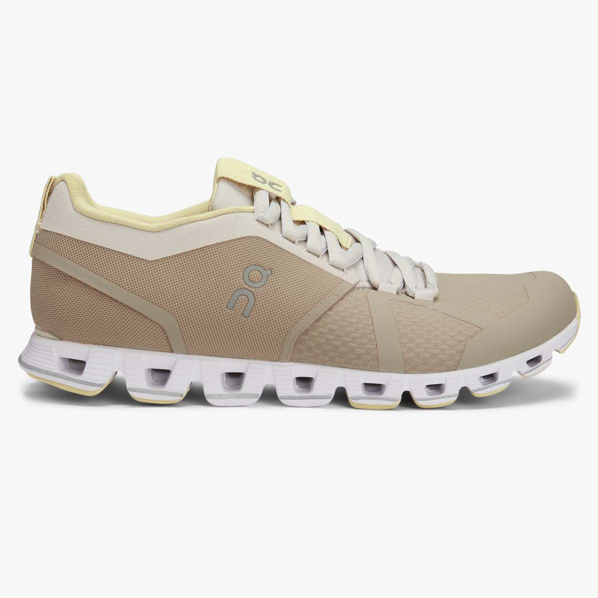 'On Running' Women's Cloud - Sand / Pearl