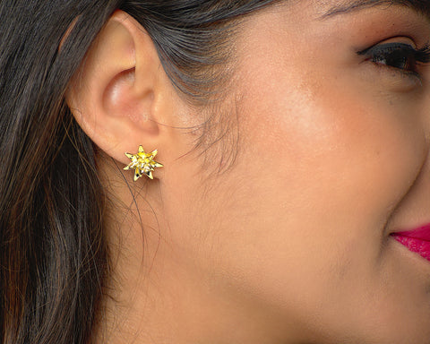 valeria green heart studs