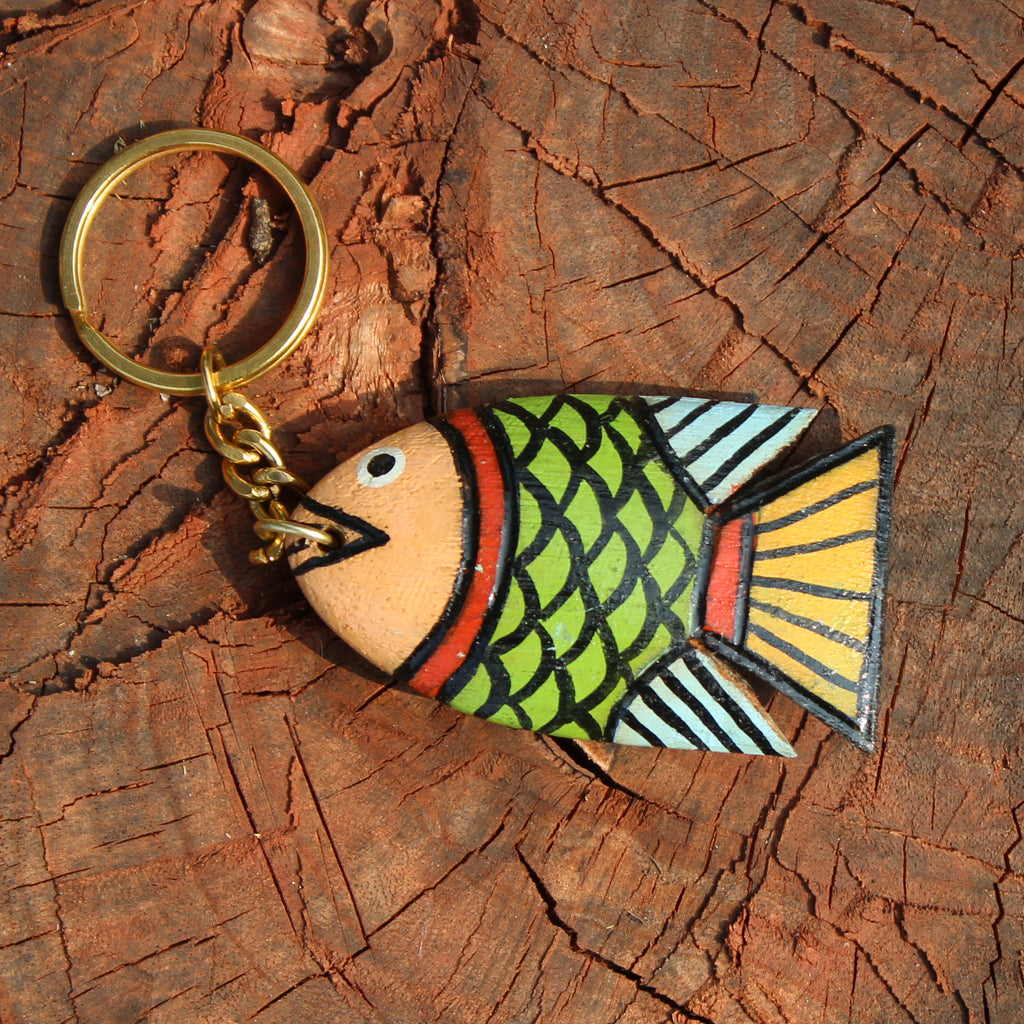 Wooden keychain handpainted by a Patua artist - Green Fish