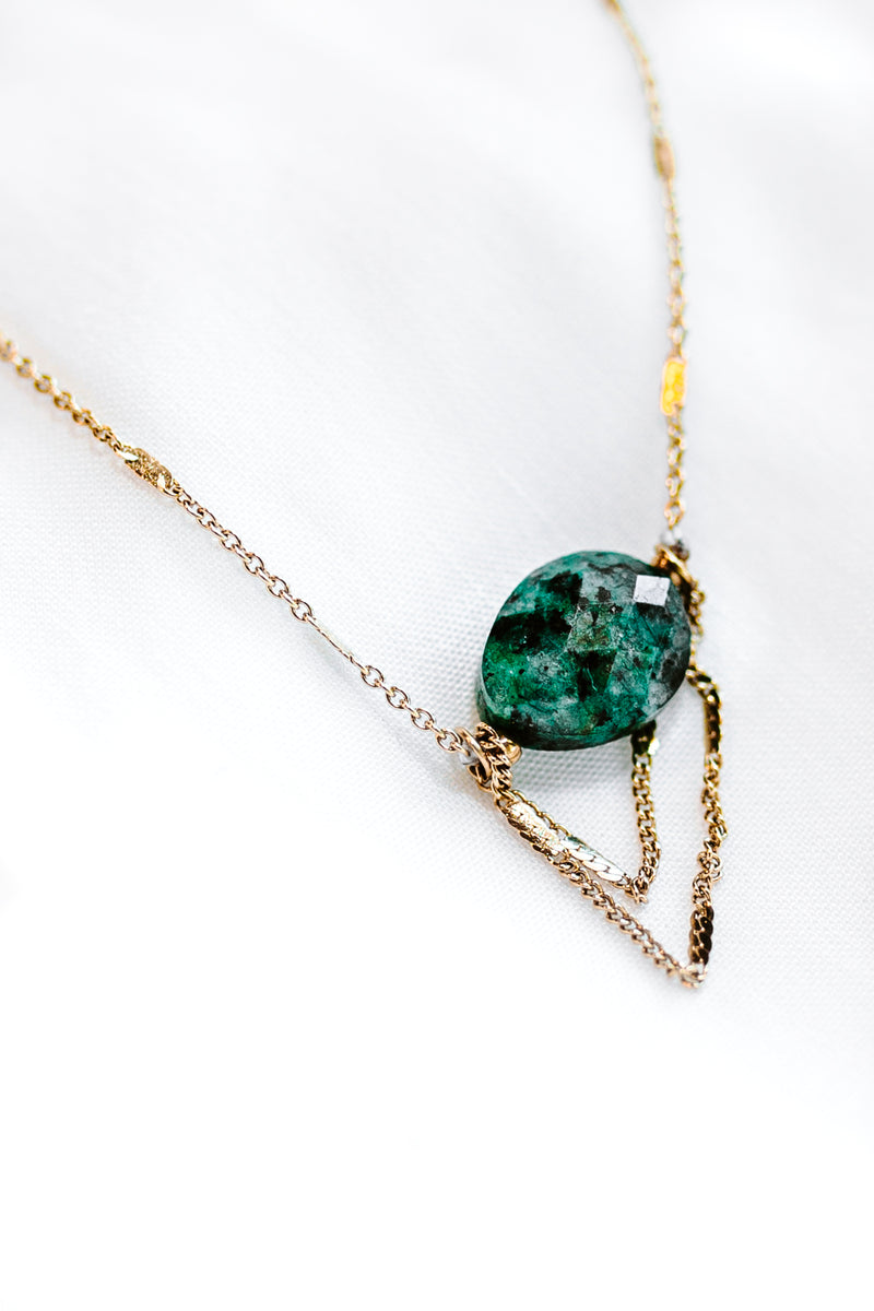 THE GREEN STONE NECKLACE