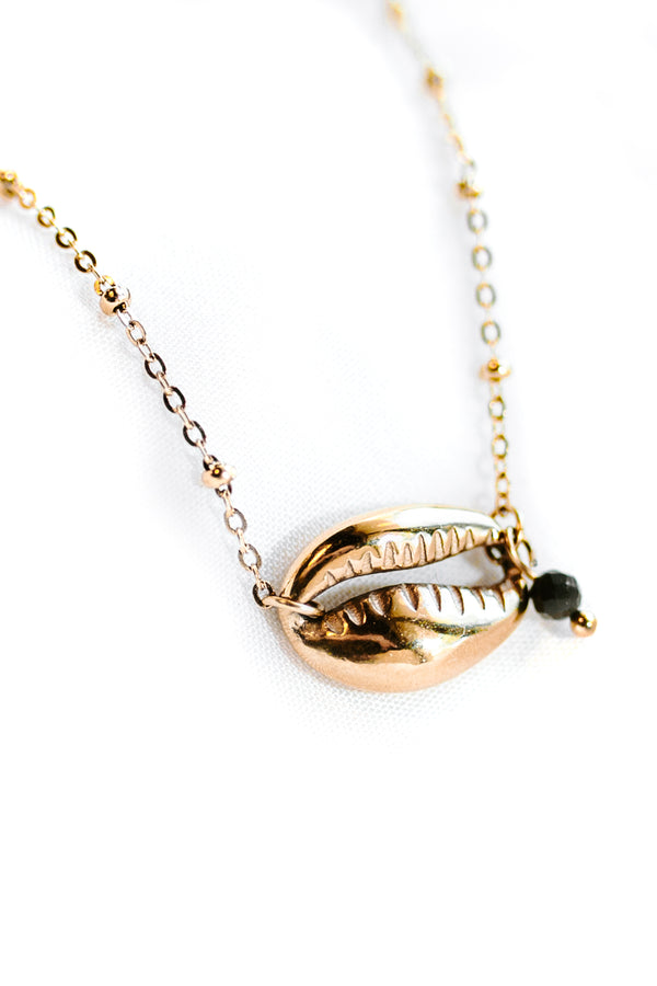 SINGLE SHELL GOLDEN NECKLACE