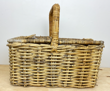 Load image into Gallery viewer, Picnic Basket
