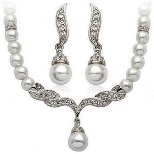 Wicked Wonders VIP Bling Bling Set Waving at the Pearls  White Set Affordable Bling_Bling Fashion Paparazzi