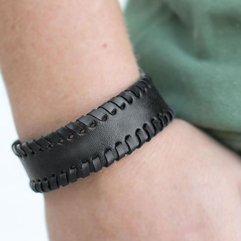 Wicked Wonders VIP Bling Bracelet First Mate Black Urban Bracelet Affordable Bling_Bling Fashion Paparazzi