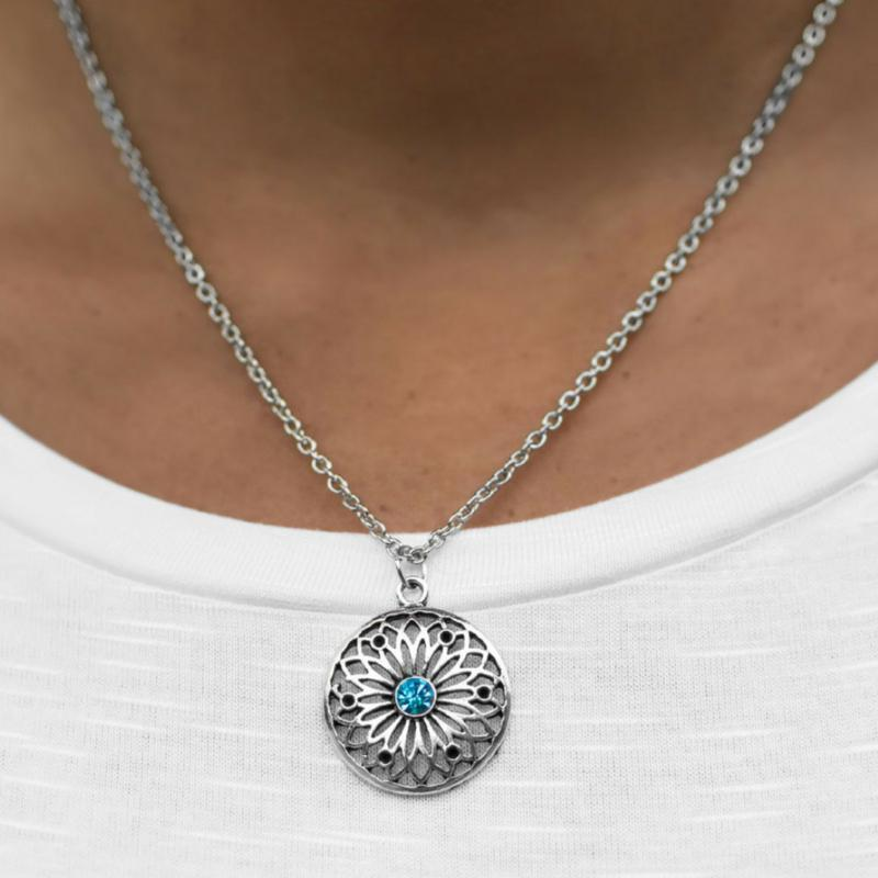 Wicked Wonders VIP Bling Necklace A Pretty Sight Blue Rhinestone Necklace Affordable Bling_Bling Fashion Paparazzi