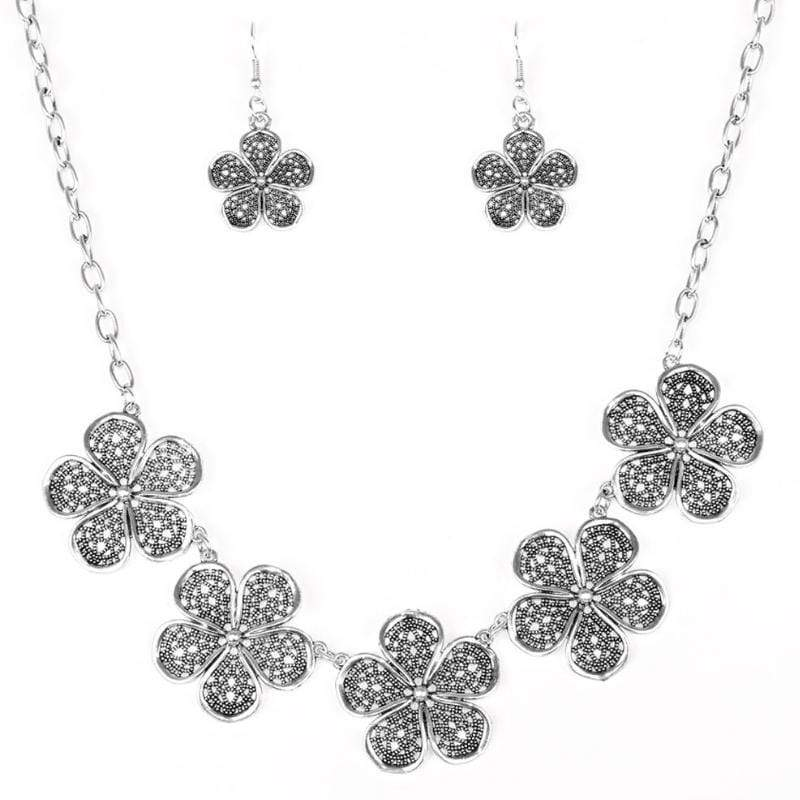 Wicked Wonders VIP Bling Necklace No Common Daisy Silver Necklace Affordable Bling_Bling Fashion Paparazzi