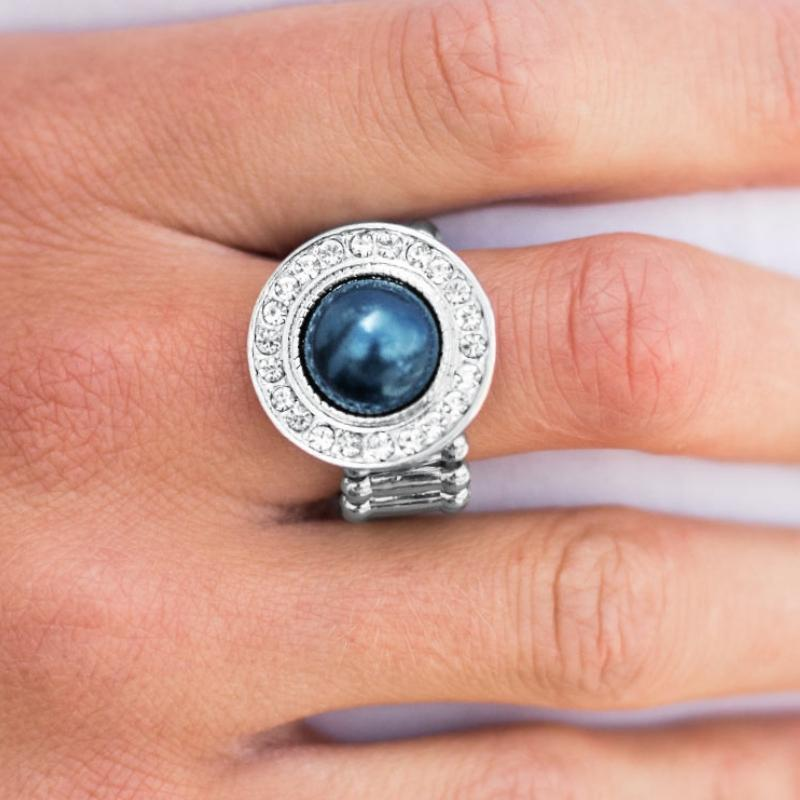 Wicked Wonders VIP Bling Ring Center of It All Blue Ring Affordable Bling_Bling Fashion Paparazzi