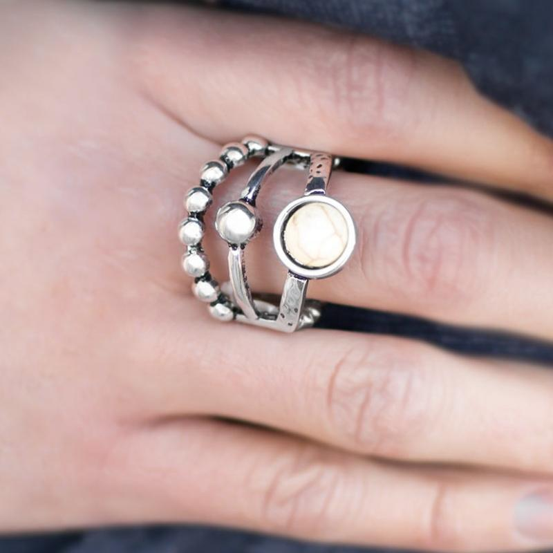 Wicked Wonders VIP Bling Ring Do the Bright Thing White Ring Affordable Bling_Bling Fashion Paparazzi