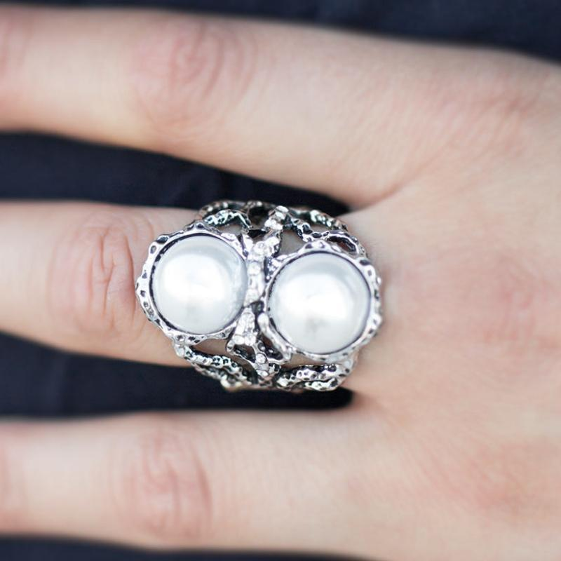 Wicked Wonders VIP Bling Ring I Put a Spell on You White Ring Affordable Bling_Bling Fashion Paparazzi