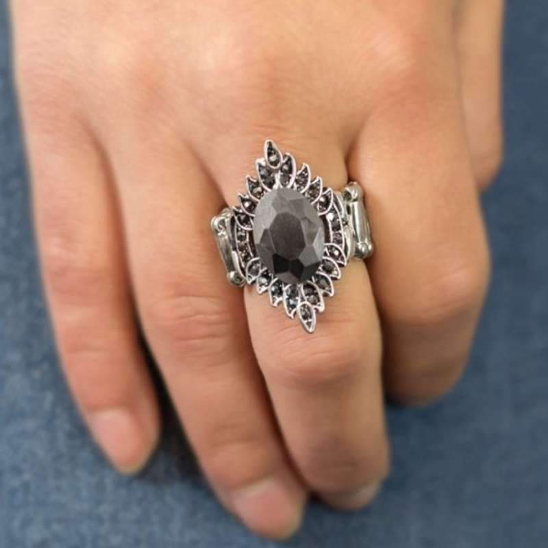 Wicked Wonders VIP Bling Ring Smoke and Mirrors Silver Gem Ring Affordable Bling_Bling Fashion Paparazzi