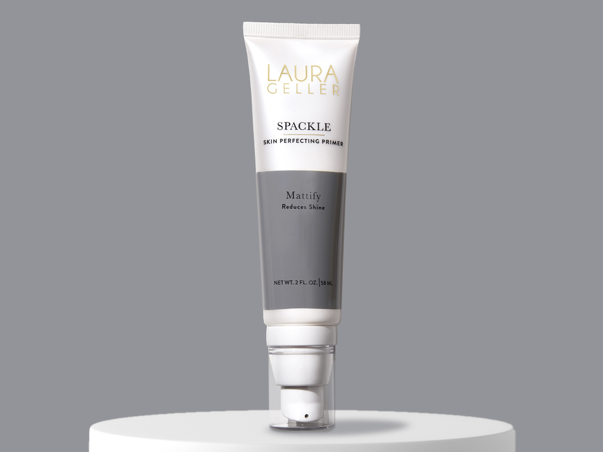 Oily skin spackle mattify for a shine-free finish.