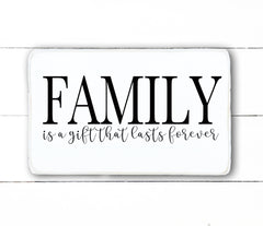 Family is a gift that lasts forever, hand made wood sign, handmade, wooden sign in French, made in Quebec, Canada, sign frame picture board, made in Quebec, Canada, local purchase, Estrie, Montreal, Old Shack