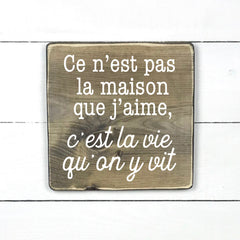 It's not the house I love, it's the life we ​​live in, hand made wood sign, handmade, wood sign in French, made in Quebec, Canada, sign frame picture board, made in Quebec , canada, local purchase, Estrie, Montreal, Old Shack