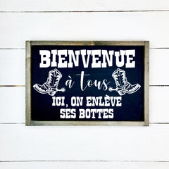 Welcome everyone, here we take off our boots, hand made wood sign, handmade, wood sign in French, made in Quebec, Canada, sign frame picture board, made in Quebec, Canada, local purchase, Estrie, Montreal, Old Shack