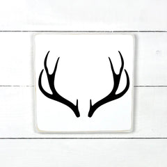 deer antlers, antlers, hand made wood sign, handmade, wood sign in French, made in Quebec, Canada, sign frame picture board, made in Quebec, Canada, local purchase, Estrie, Montreal, Old Shack